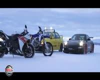 waptrick.one Yamaha R1 vs Porche GT3 RS Snow Racing