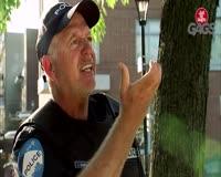 waptrick.one Cop Picks Up Dog Poop With Stranger is License