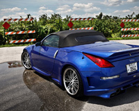 Blue Nissan 350z Roadster