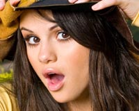 Selena Gomez Puzzled Glance